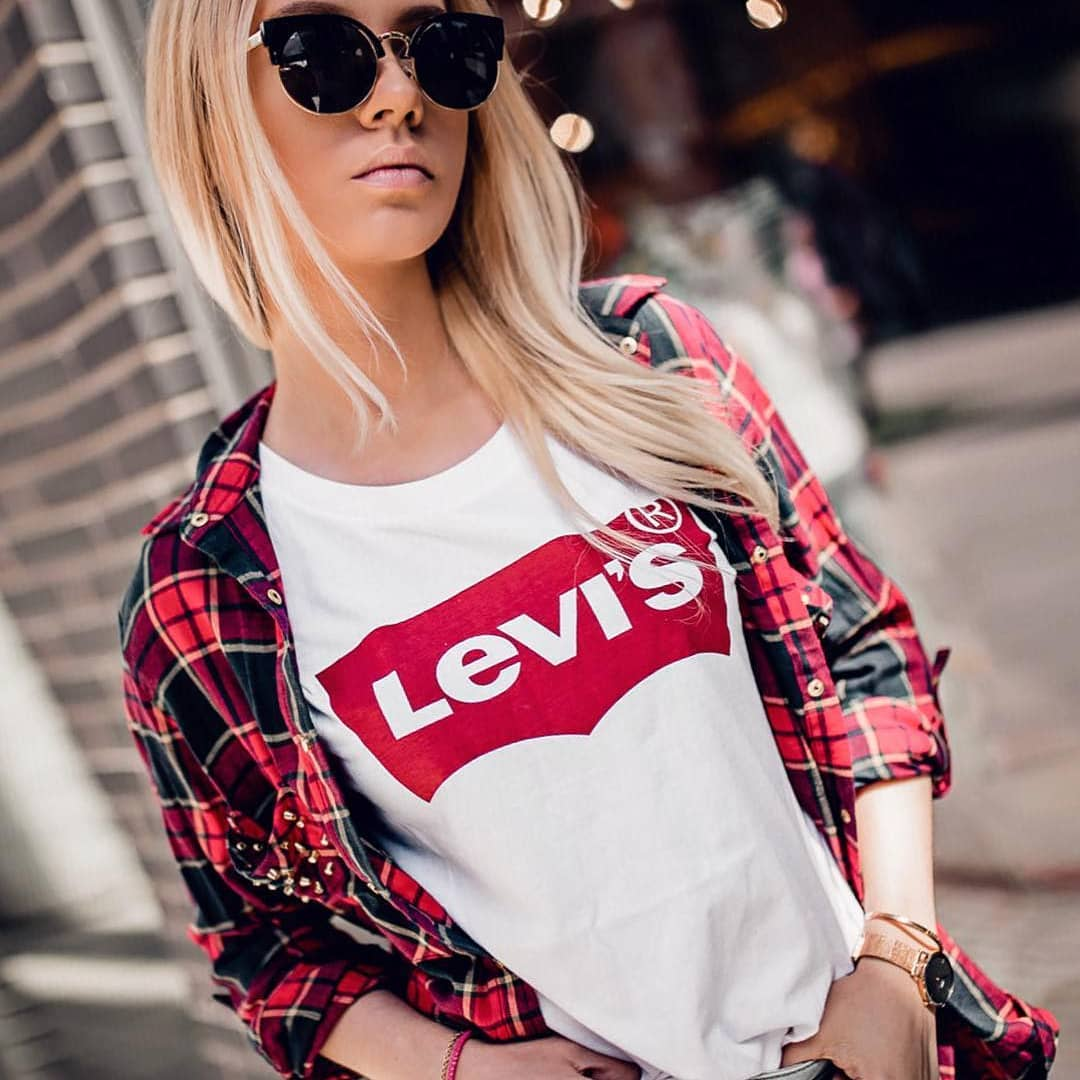 white levis t-shirt de Les Bourgeoises sur girls00td