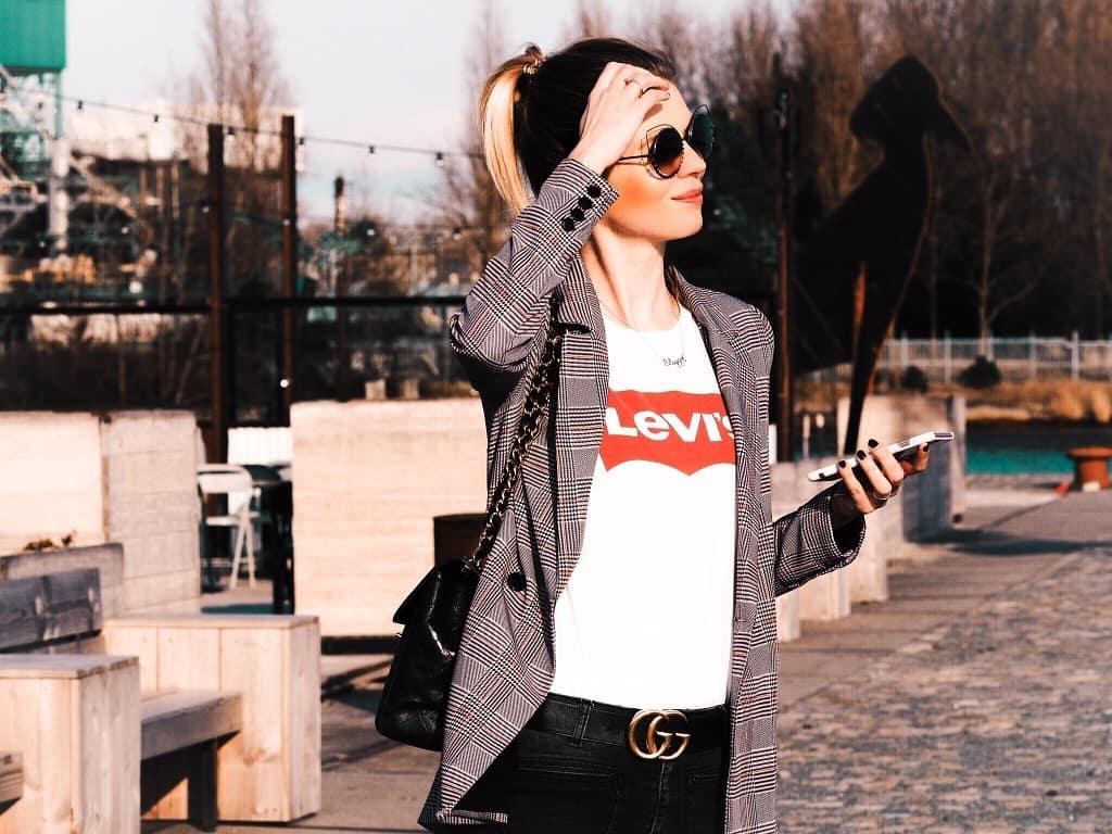 white levis t-shirt de Les Bourgeoises sur themoodofmary