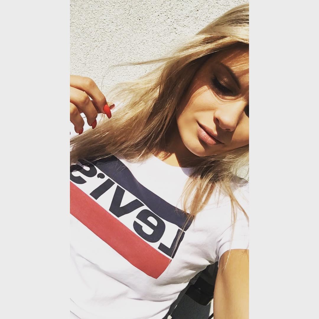 white girls levis t-shirt de Les Bourgeoises sur d_wozniak sur SCANDALOOK