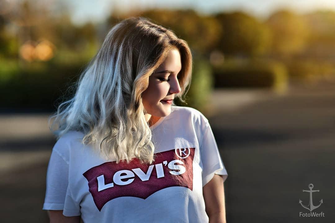 white levis t-shirt de Les Bourgeoises sur fotowerft