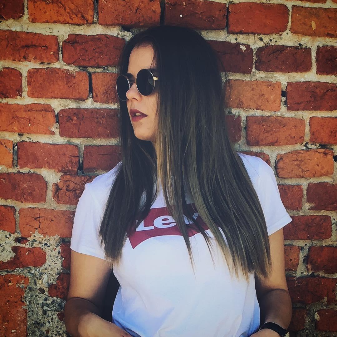 white levis t-shirt de Les Bourgeoises sur theaet_