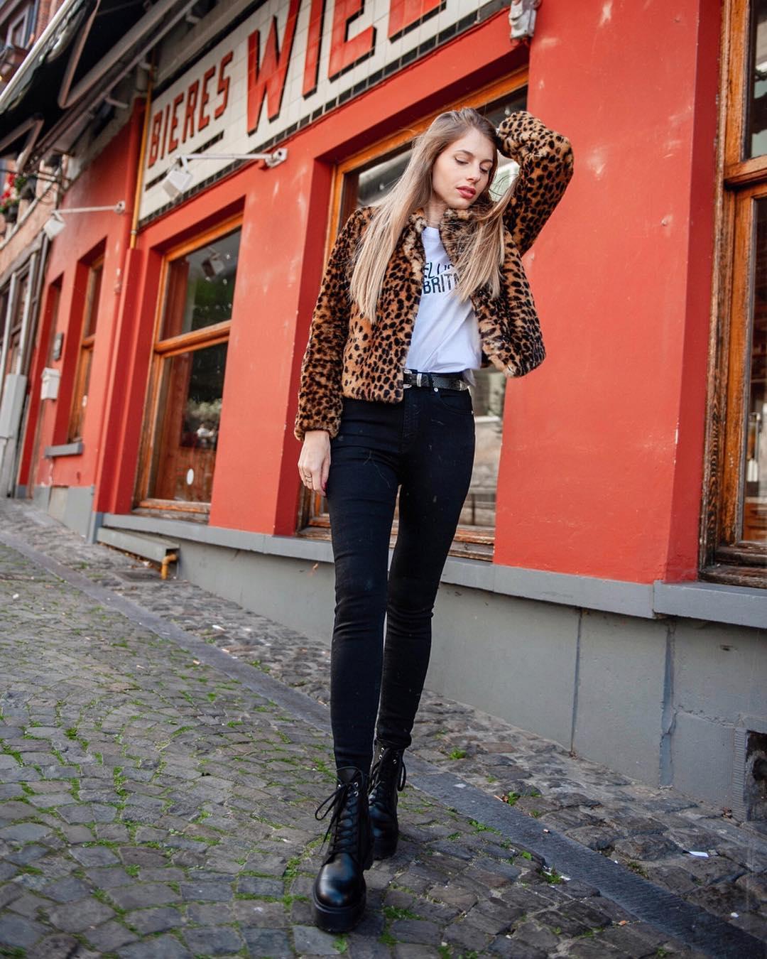 pantalon noir taille haute de Les Bourgeoises sur marylicious_
