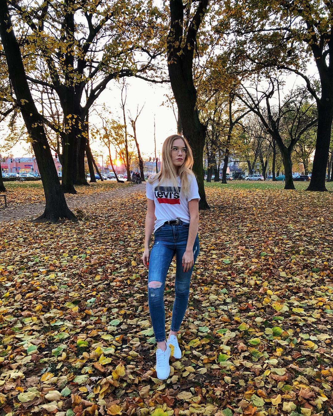 white girls levis t-shirt de Les Bourgeoises sur paulina_nadolna