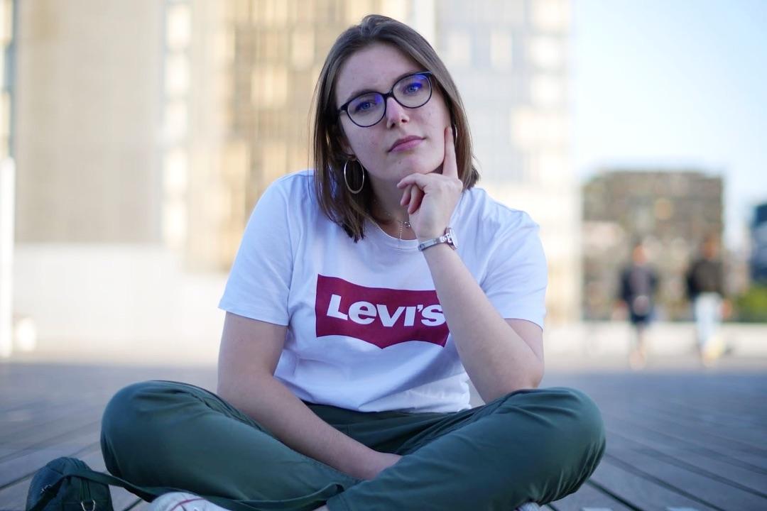white levis t-shirt de Les Bourgeoises sur gsestelle