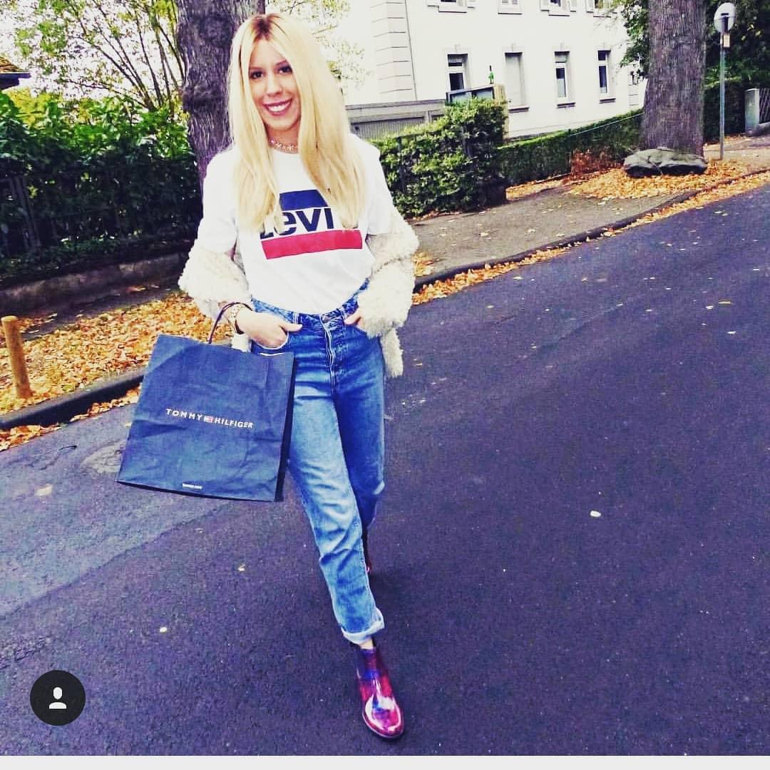 white girls levis t-shirt de Les Bourgeoises sur melissalarissa_love