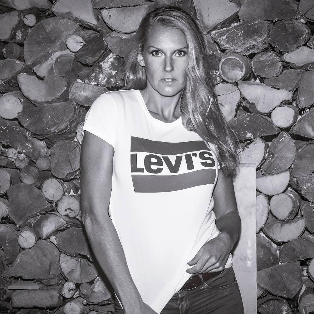 white girls levis t-shirt de Les Bourgeoises sur lily.rmodel