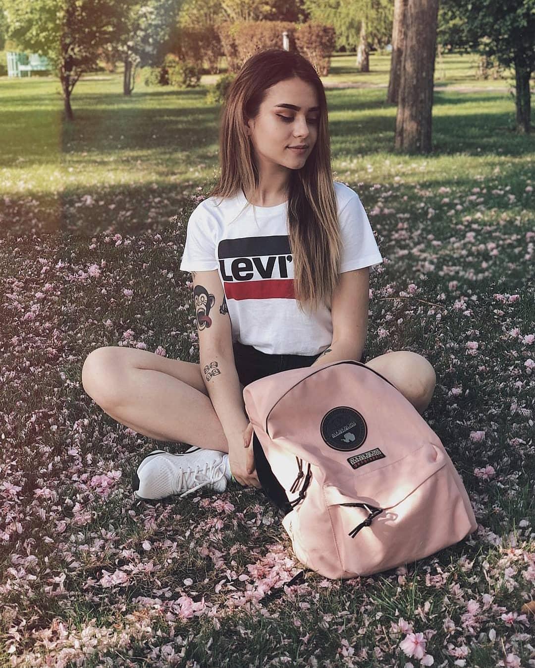 white girls levis t-shirt de Les Bourgeoises sur kiev_hooligans_official