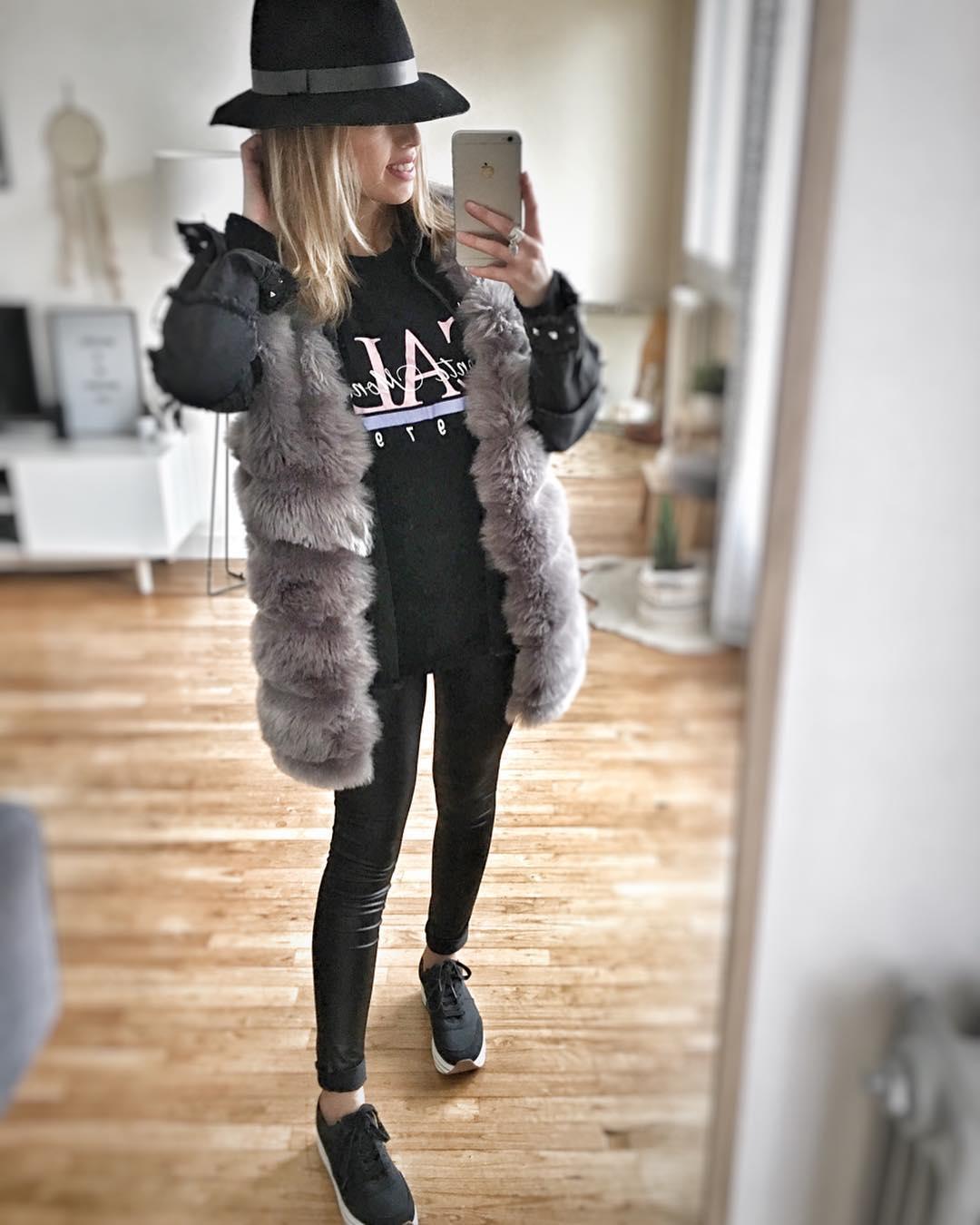 black sleeveless vest de Les Bourgeoises sur a_lafwaise