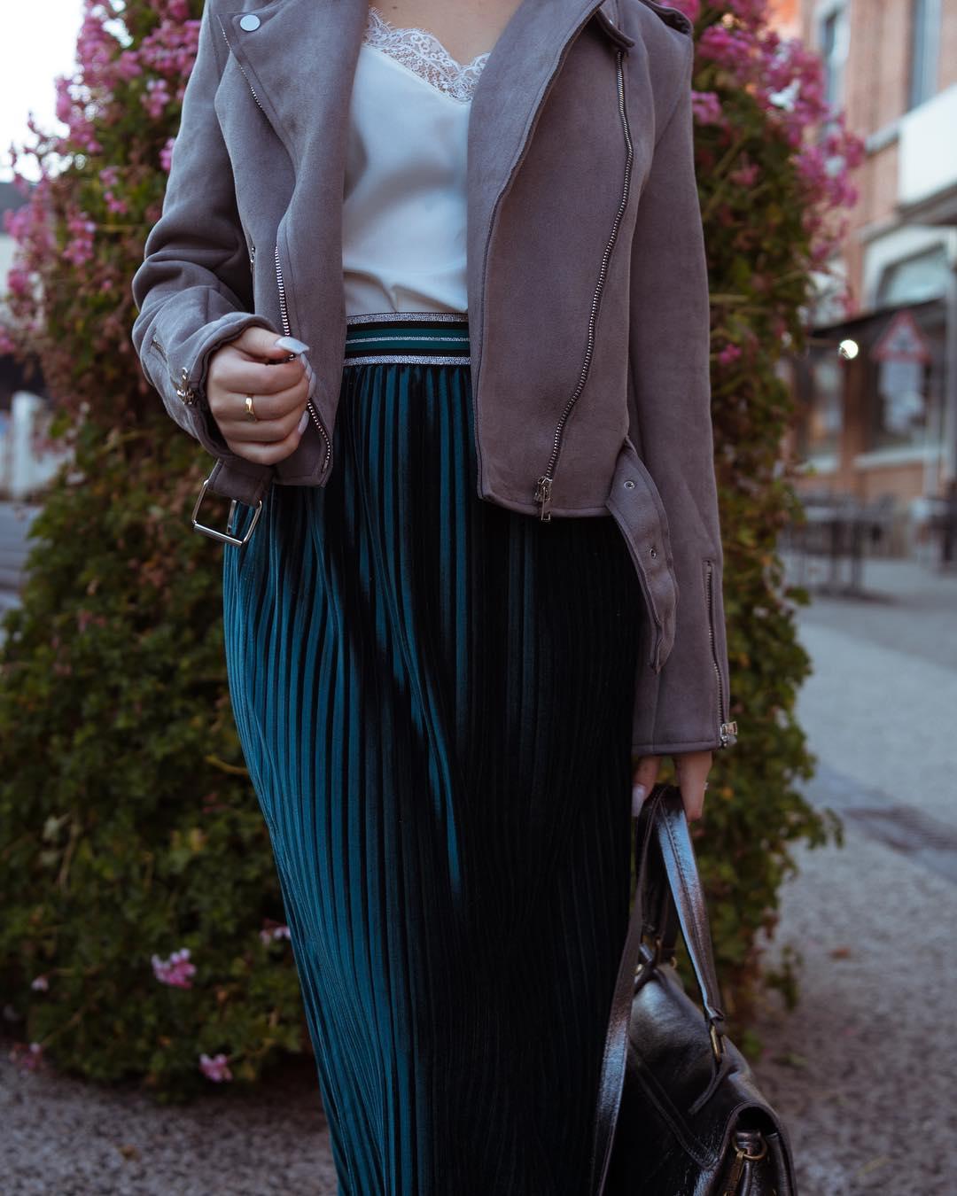 jupe plissée noire de Les Bourgeoises sur eros_charleroi