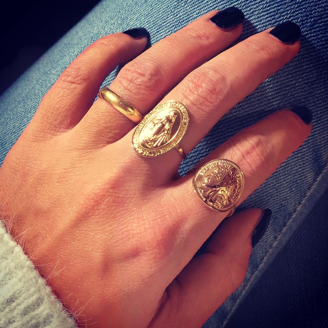 bague dorée médaillon de Les Bourgeoises sur inspi_delph_ine