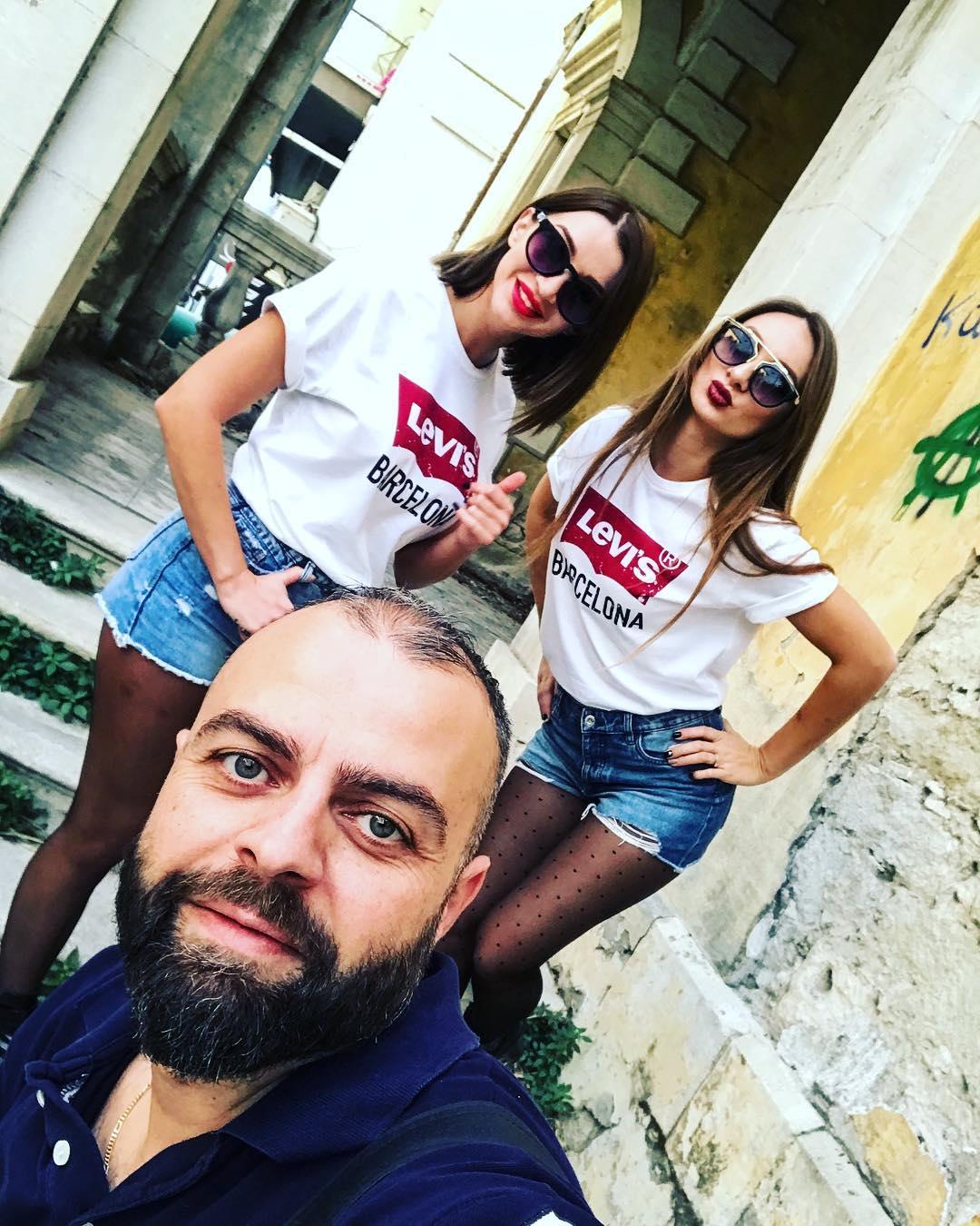 white levis t-shirt de Les Bourgeoises sur xmconcept_com_photography