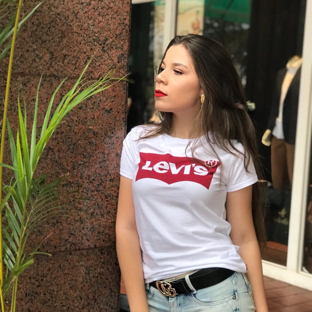 t-shirt levis blanc de Les Bourgeoises sur janainapereiraw