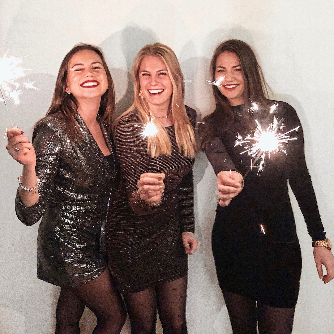 robe noire ligne a pailette de Les Bourgeoises sur testedbyrebecca