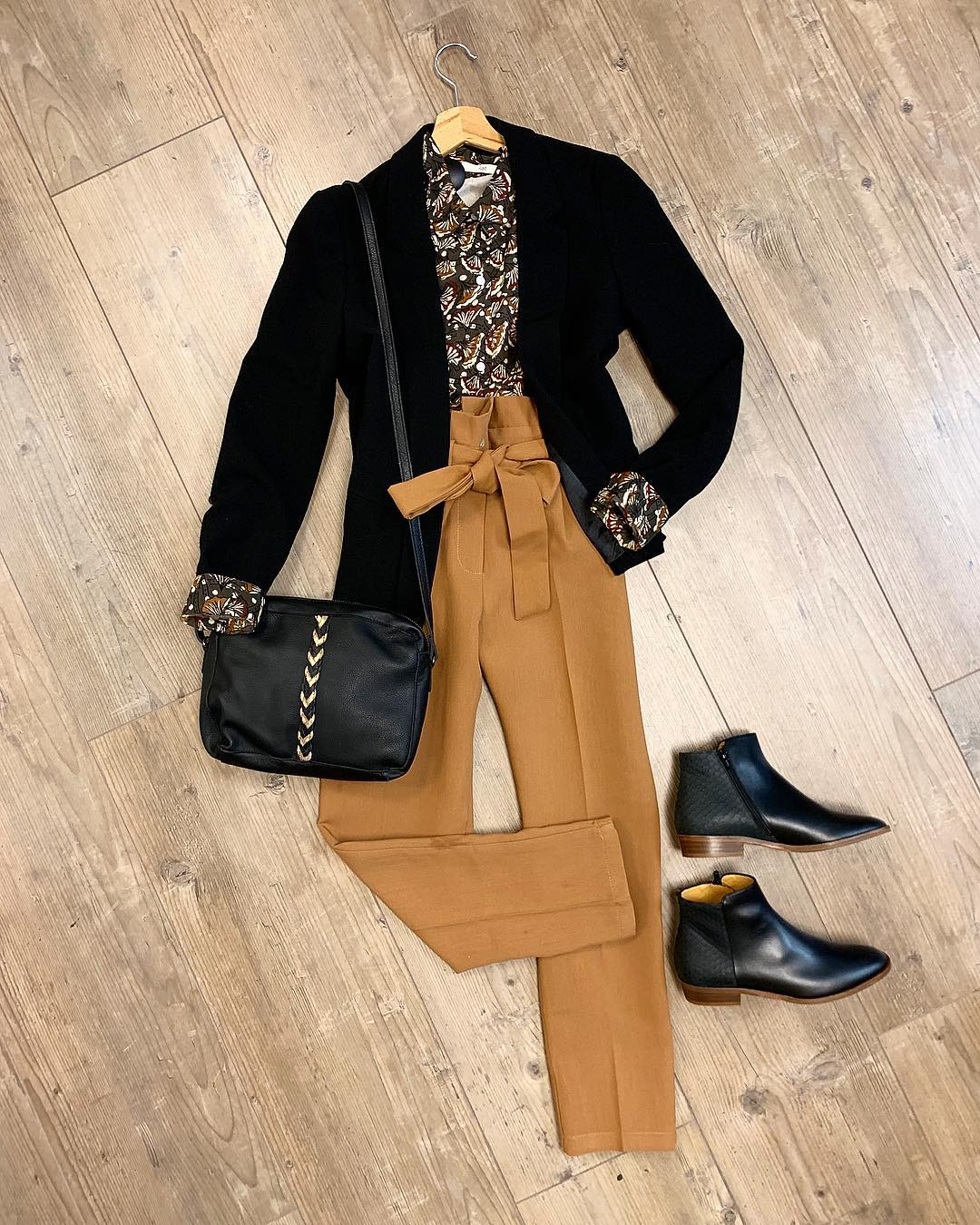 pantalon caramel de Les Bourgeoises sur lesimpertinentes