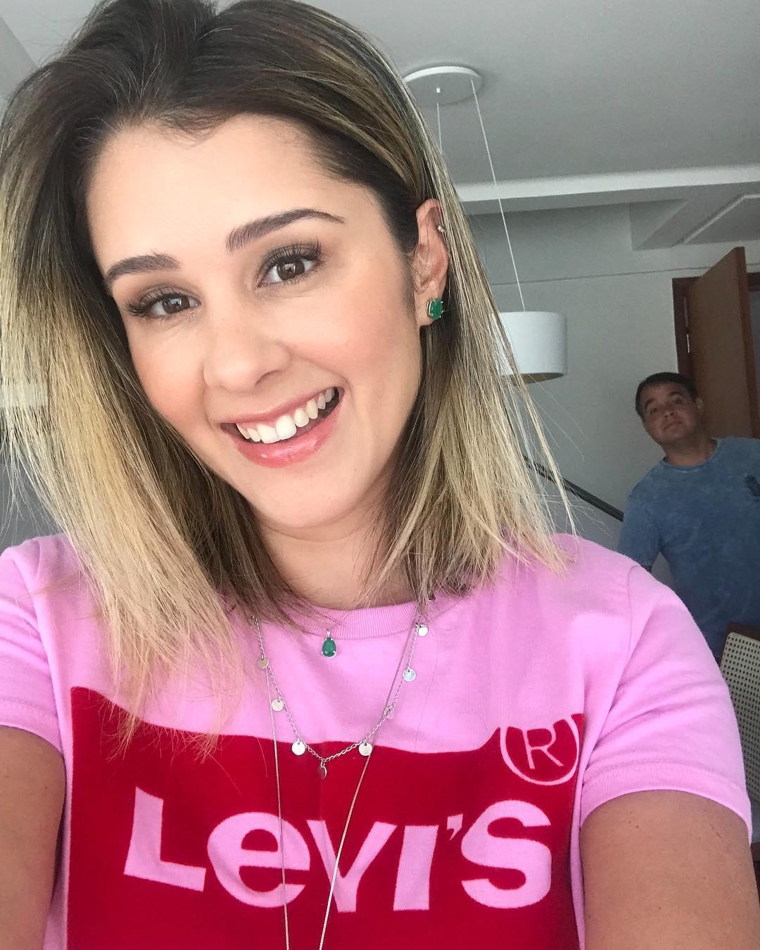t-shirt rose/velour levis de Les Bourgeoises sur meninaaparecida