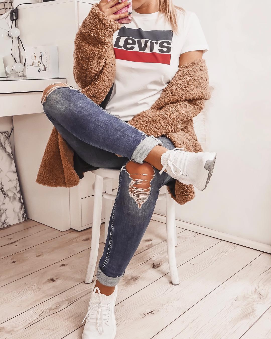 white girls levis t-shirt de Les Bourgeoises sur stylebymika sur SCANDALOOK