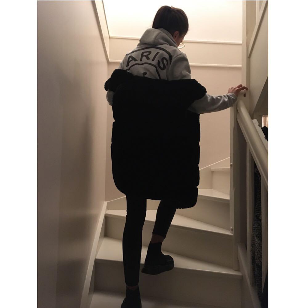 black sleeveless vest de Les Bourgeoises sur by.mailys