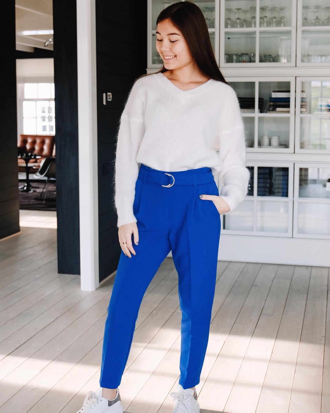 pantalon bleu carotte de Les Bourgeoises sur lesbourgeoisesofficiel