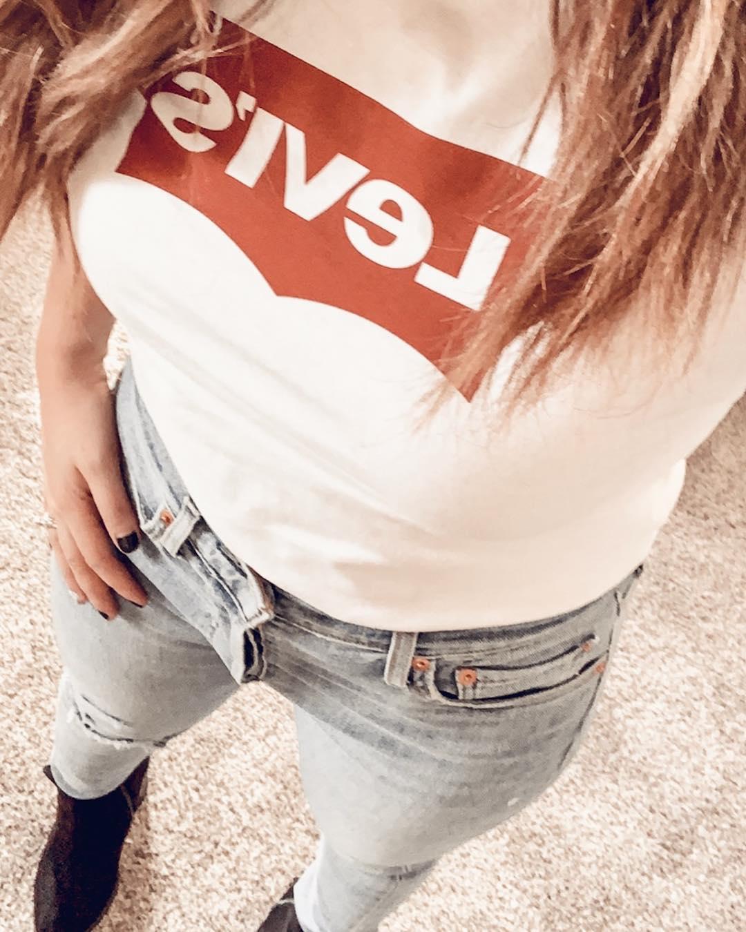 t-shirt levis blanc de Les Bourgeoises sur karrirobles