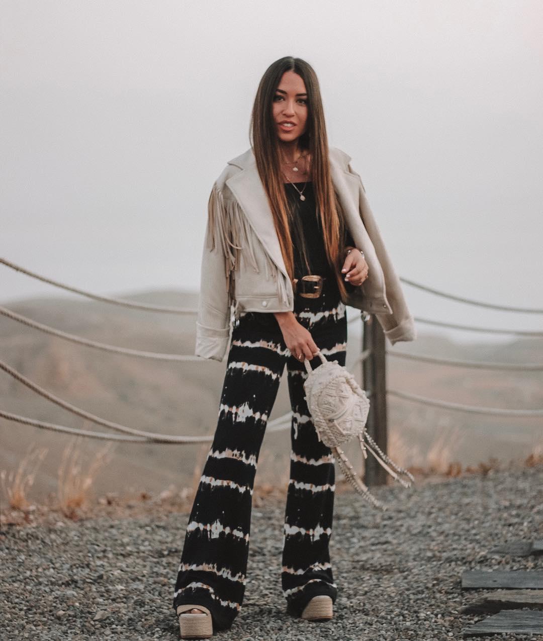 pantalon flare à imprimé tie-dye de Bershka sur lorenagodoy