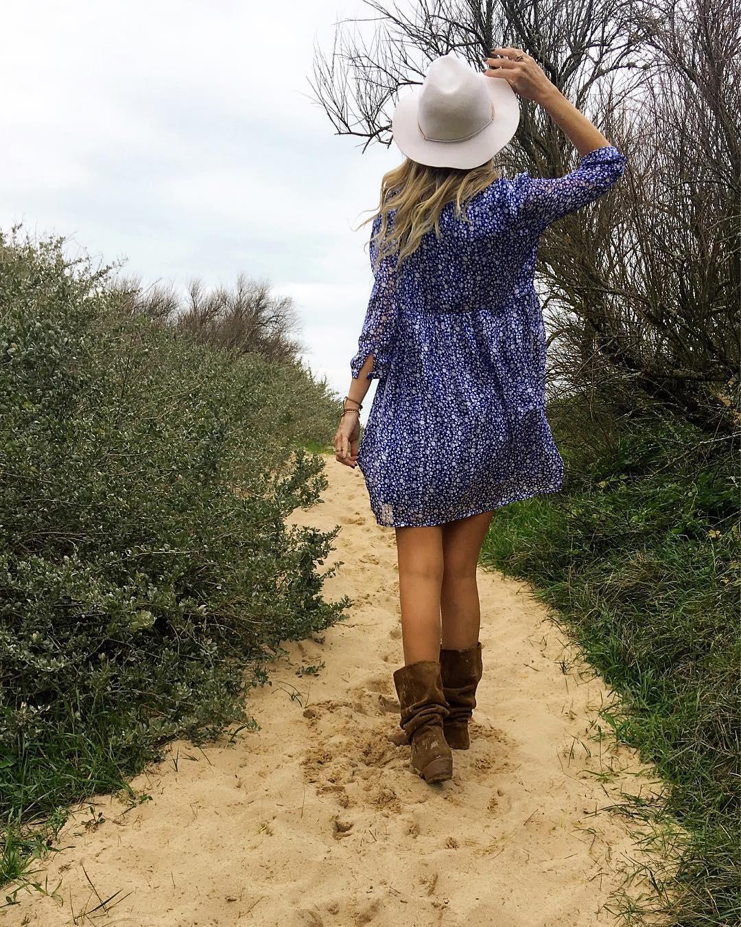robe bleue a fleurette de Les Bourgeoises sur poupeepoudree