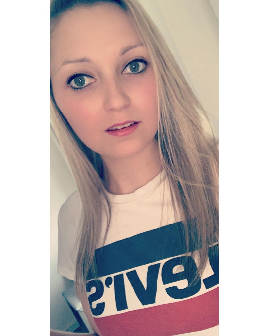 white girls levis t-shirt de Les Bourgeoises sur shannavercaemst