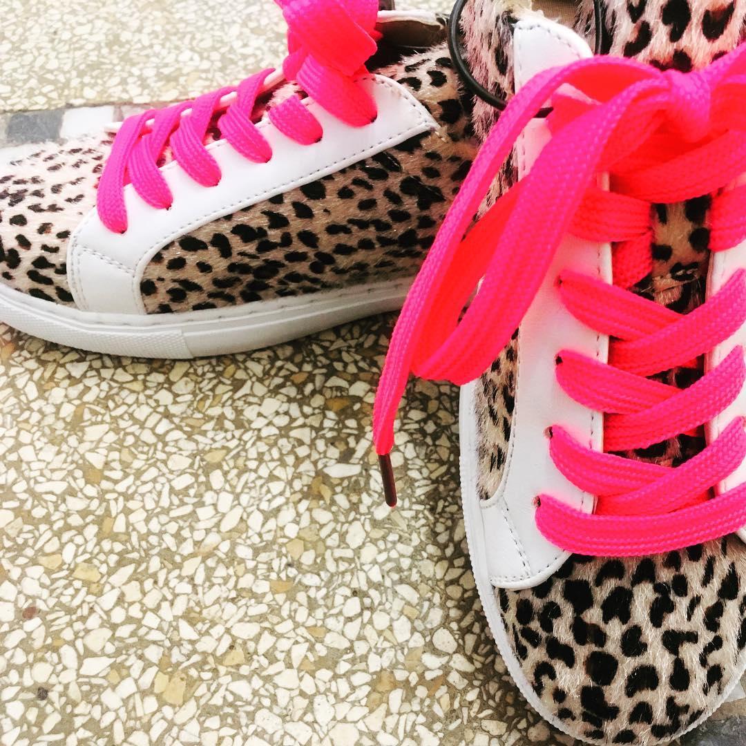 baskets leopard / fluo de Les Bourgeoises sur outfitcorneruccle