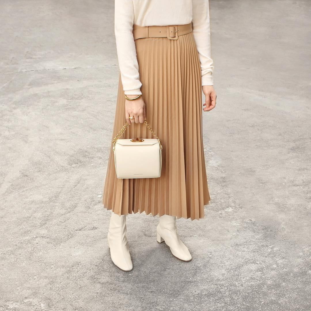 jupe plissée avec ceinture de Zara sur phoebesoup