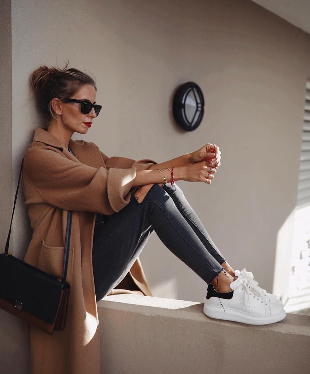 manteau avec poches et ceinture de Zara sur zara_streets