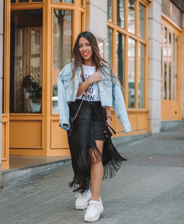 cropped denim jacket de Zara sur lorenagodoy
