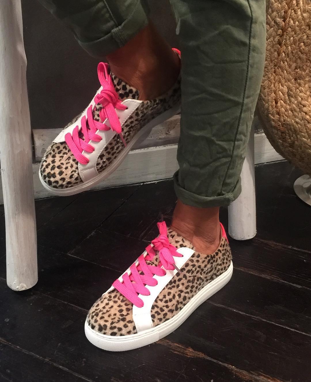 baskets leopard / fluo de Les Bourgeoises sur jade_et_lisa_