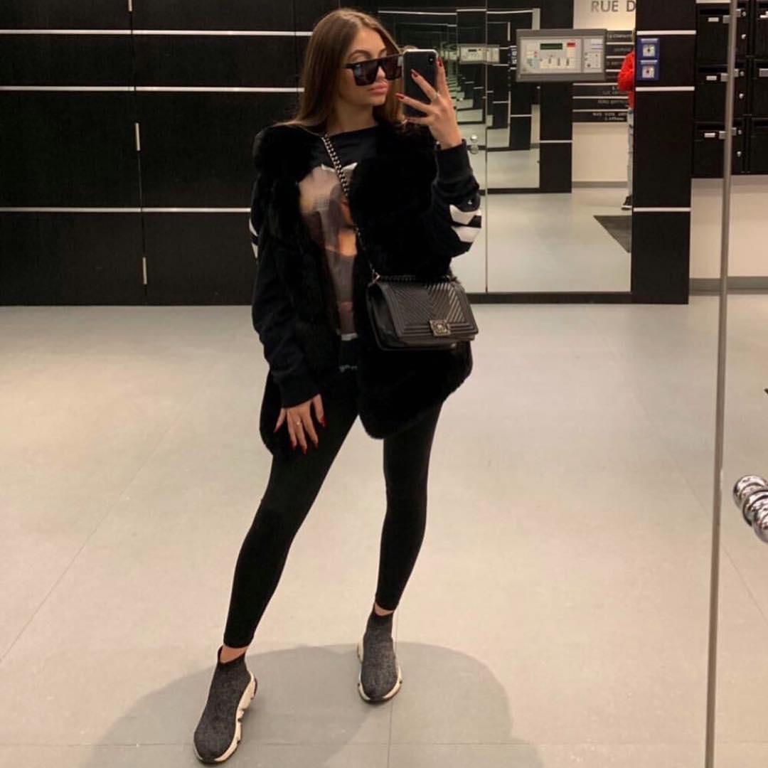 black sleeveless vest de Les Bourgeoises sur luxurybrandstyles1