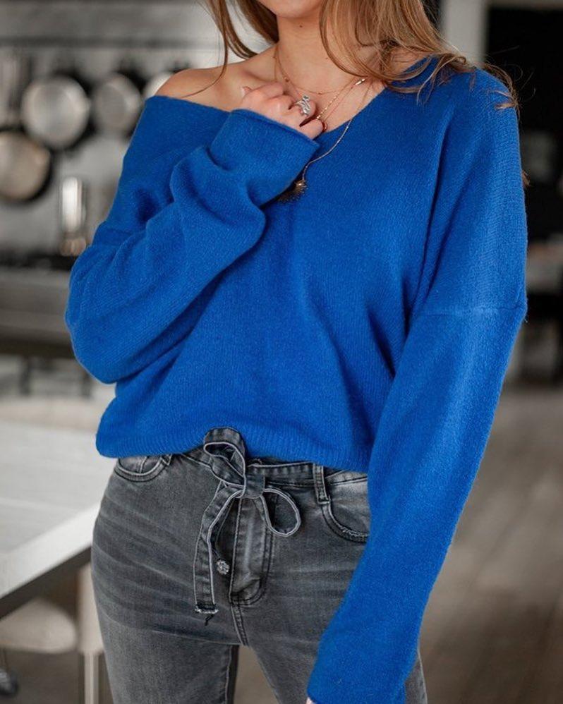 pull bleu encolure v de Les Bourgeoises sur scanlesbourgeoises