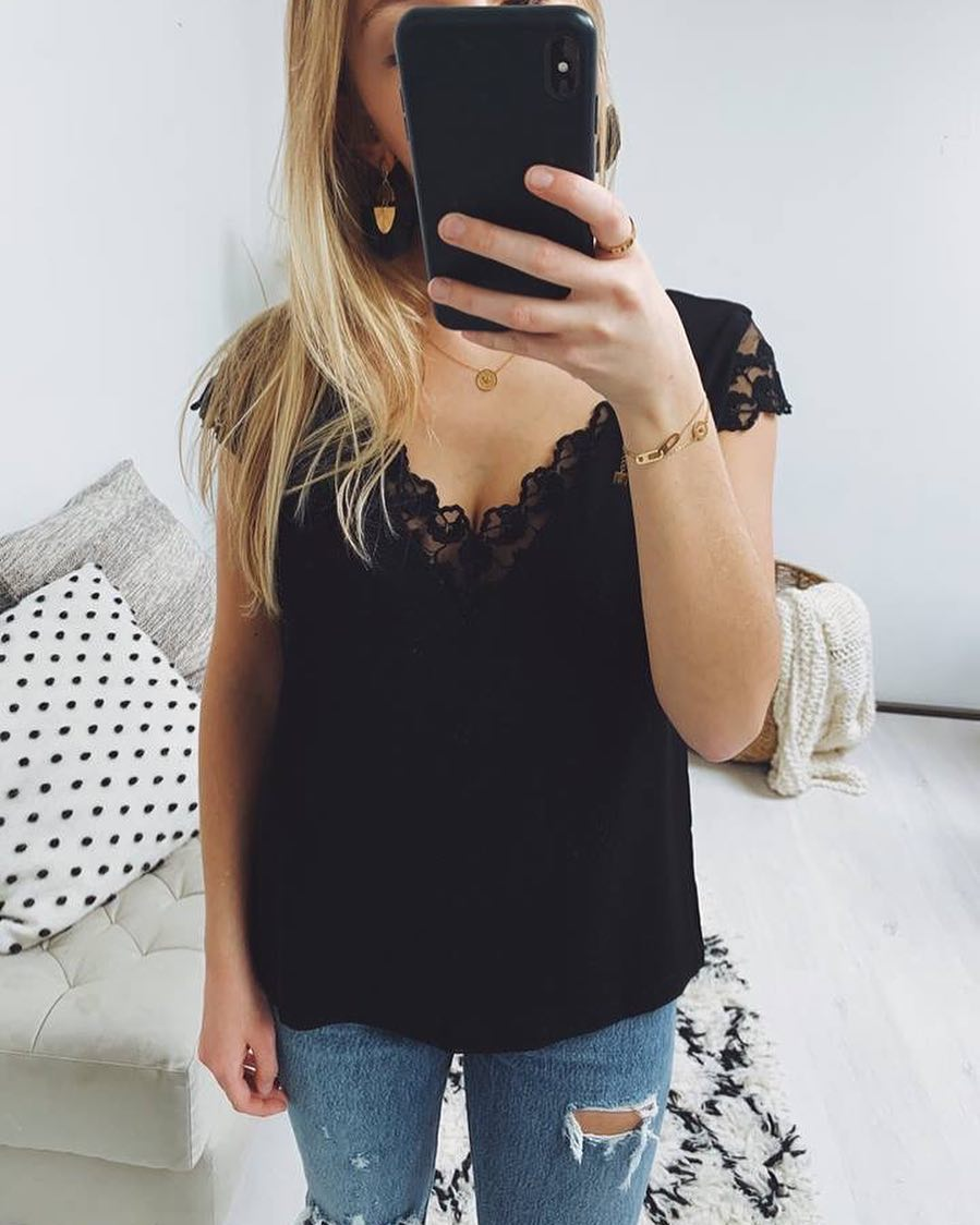 blouse noire decollete de Les Bourgeoises sur scanlesbourgeoises