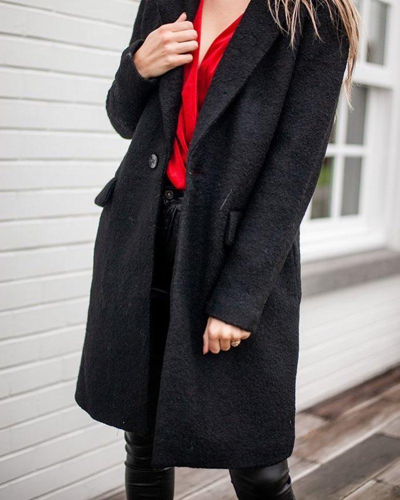 pantalon noir enduit de Les Bourgeoises sur scanlesbourgeoises