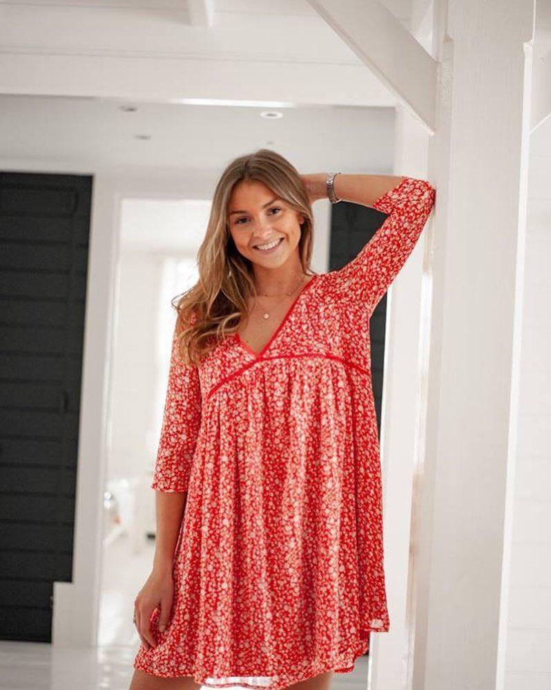 robe rouge a fleurette de Les Bourgeoises sur scanlesbourgeoises
