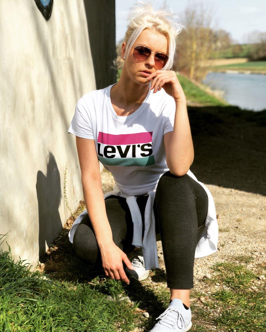 white girls levis t-shirt de Les Bourgeoises sur juuliaa_le