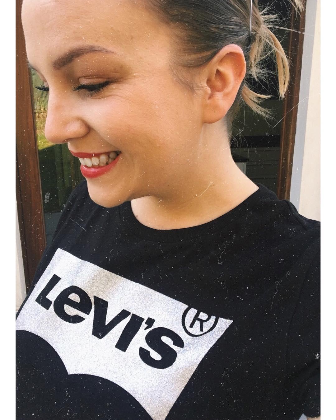 t-shirt levis noir et argent de Les Bourgeoises sur manwnk