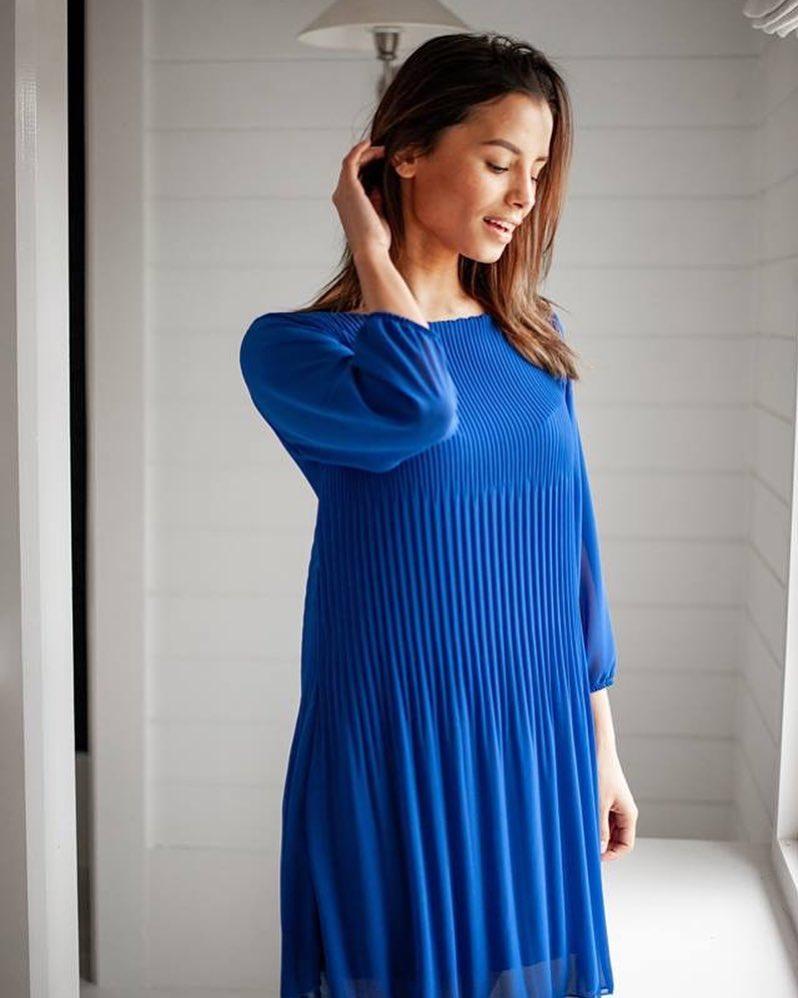 robe bleue plissée de Les Bourgeoises sur scanlesbourgeoises