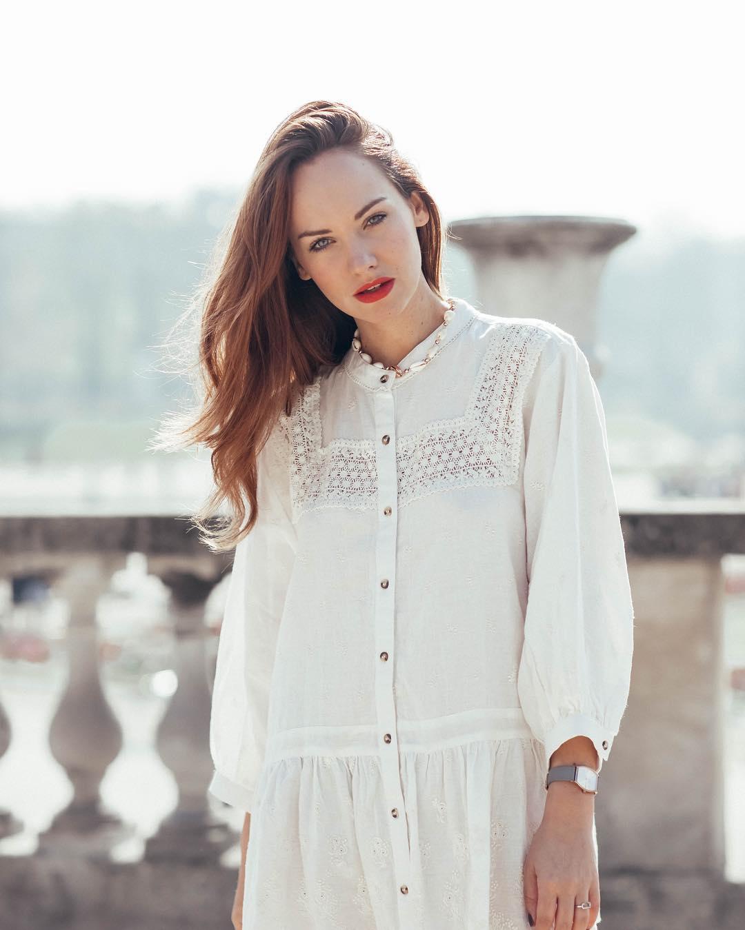 embroidered lace dress de Zara sur opheduvillard
