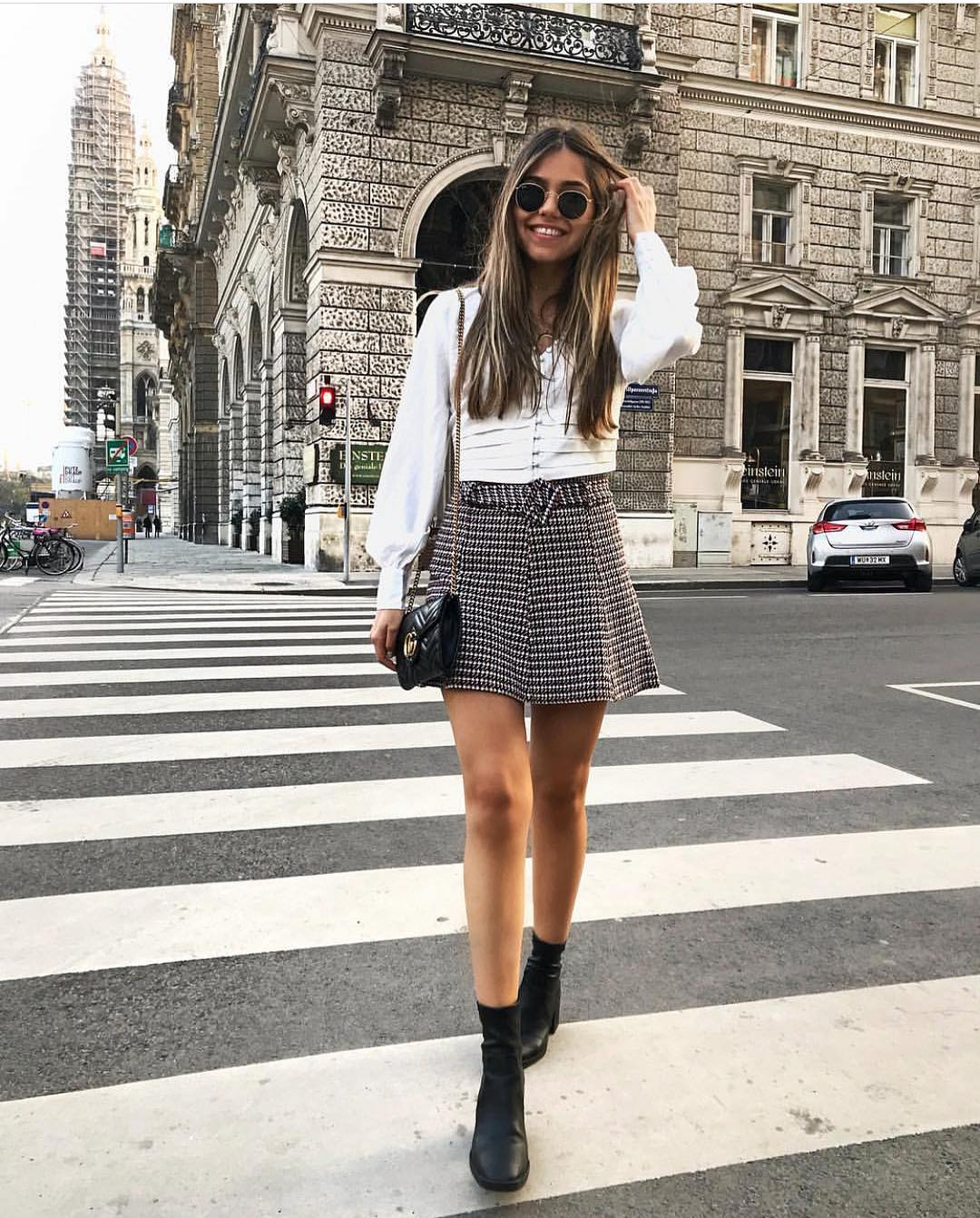 mini jupe en tweed à ceinture de Zara sur zara.outfits