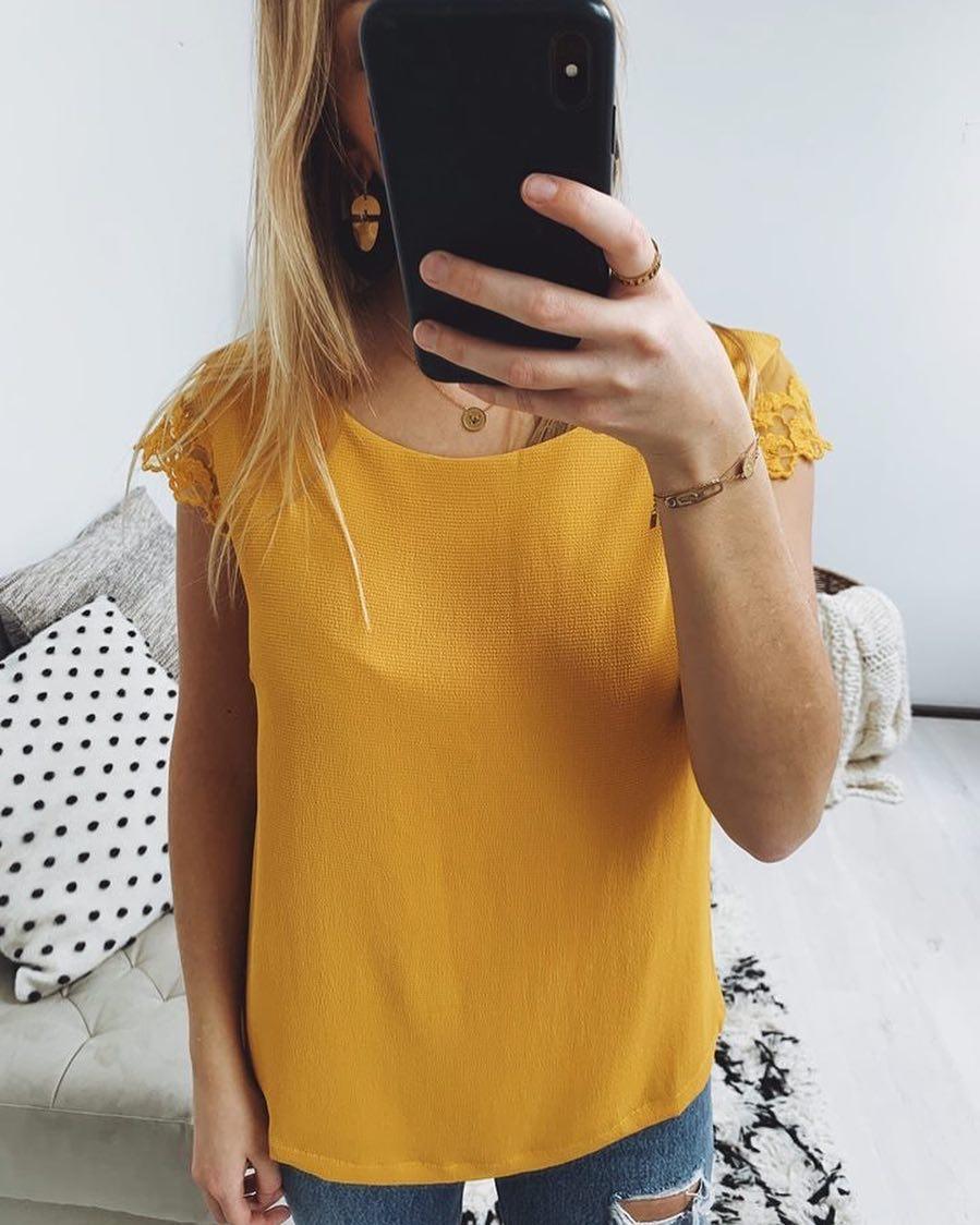 blouse ocre decollete de Les Bourgeoises sur scanlesbourgeoises