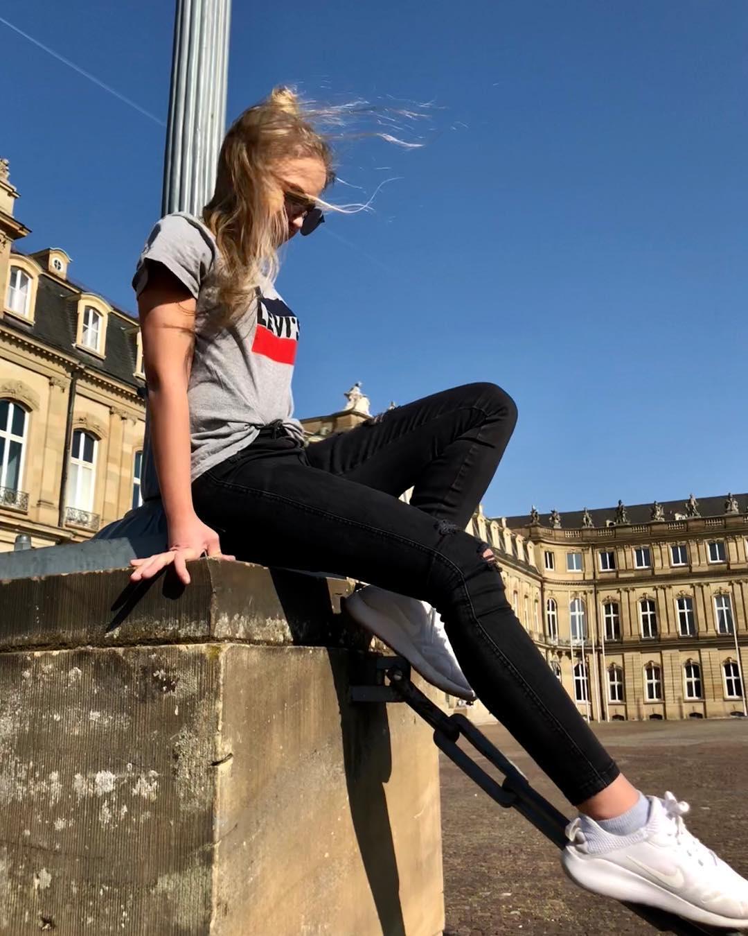 white girls levis t-shirt de Les Bourgeoises sur jacqueline___n