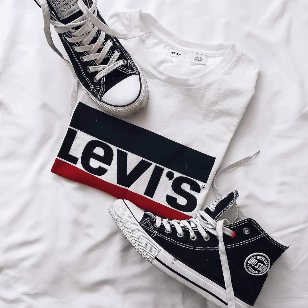 white girls levis t-shirt de Les Bourgeoises sur happ_blue