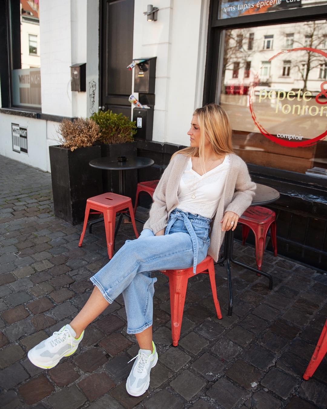 baskets blanches et jaune de Les Bourgeoises sur lesbourgeoisesofficiel