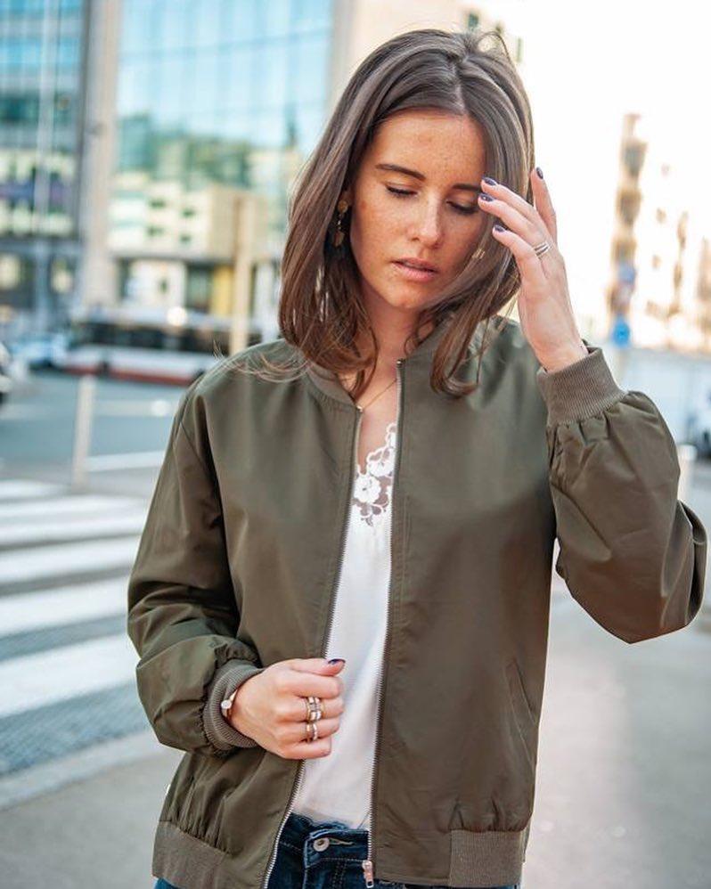 blouse écrue décolleté de Les Bourgeoises sur scanlesbourgeoises