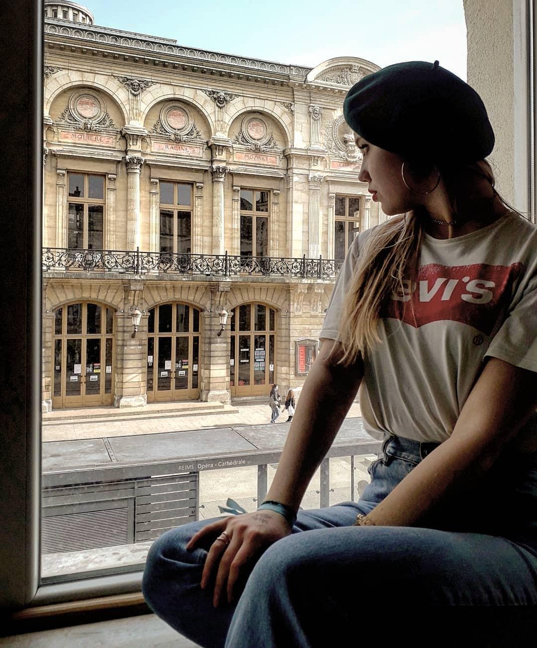 t-shirt levis blanc de Les Bourgeoises sur mathilde_vaucher_