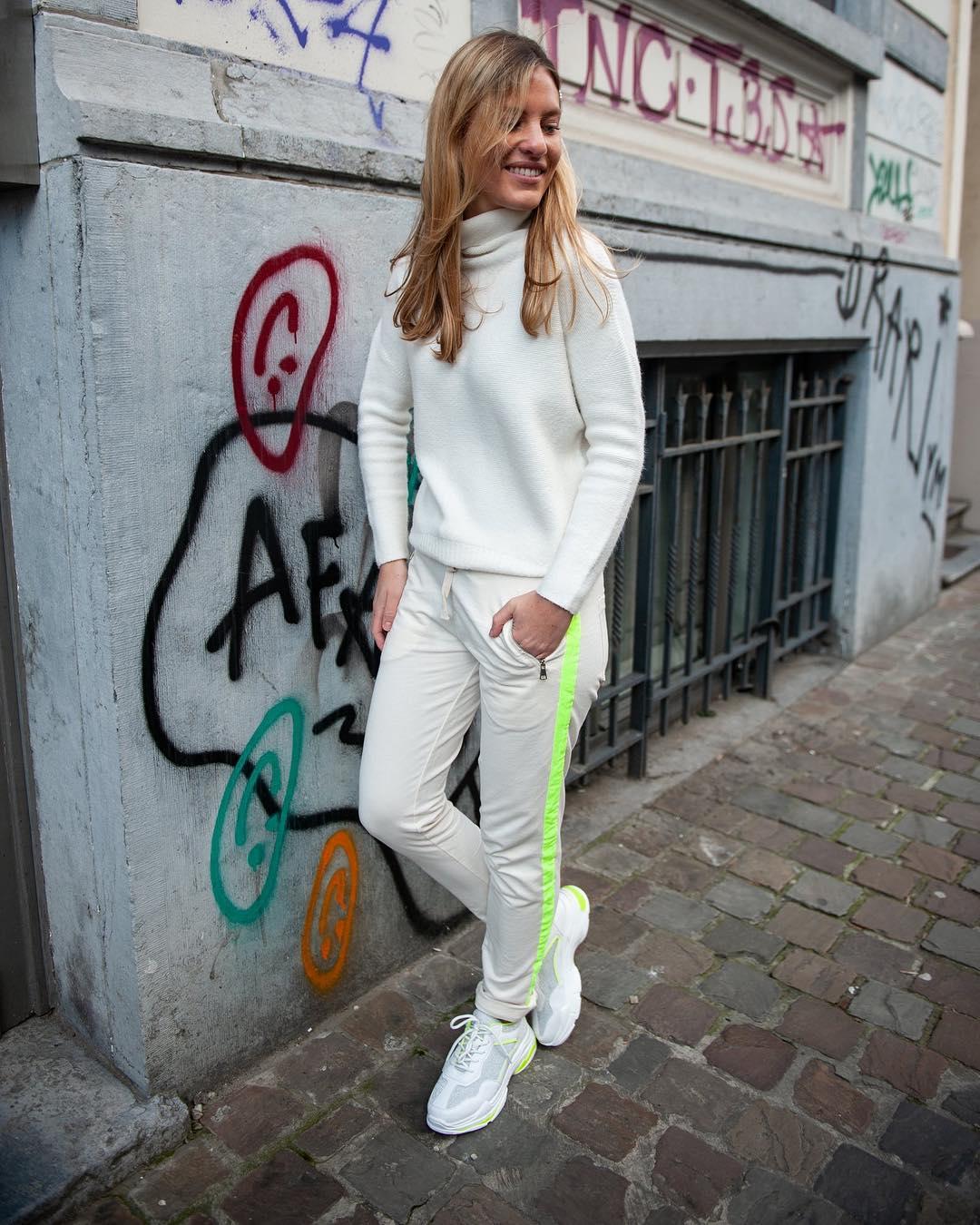 baskets blanches et jaune de Les Bourgeoises sur scanlesbourgeoises