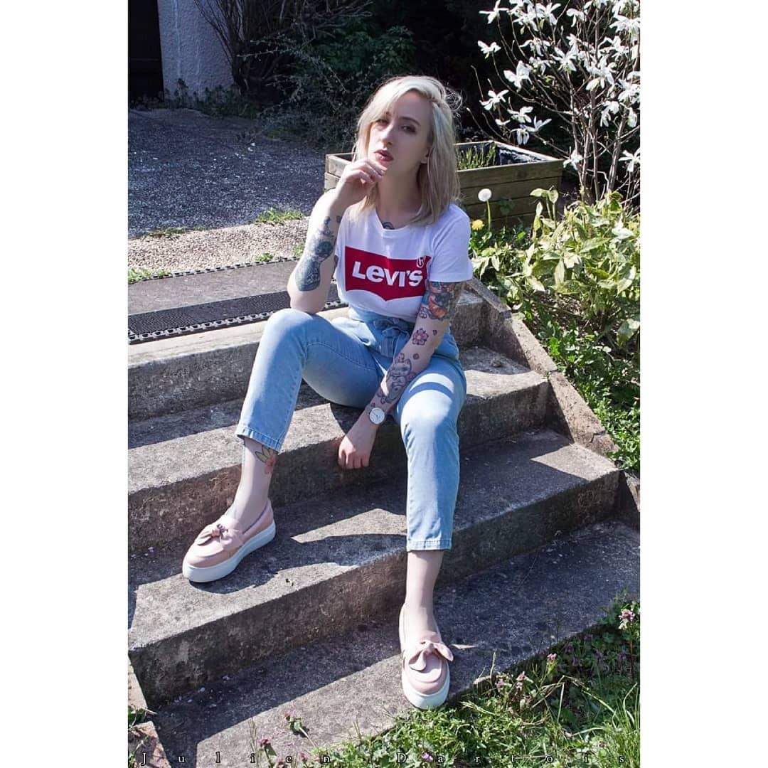 t-shirt levis blanc de Les Bourgeoises sur redroses_tattoogirl