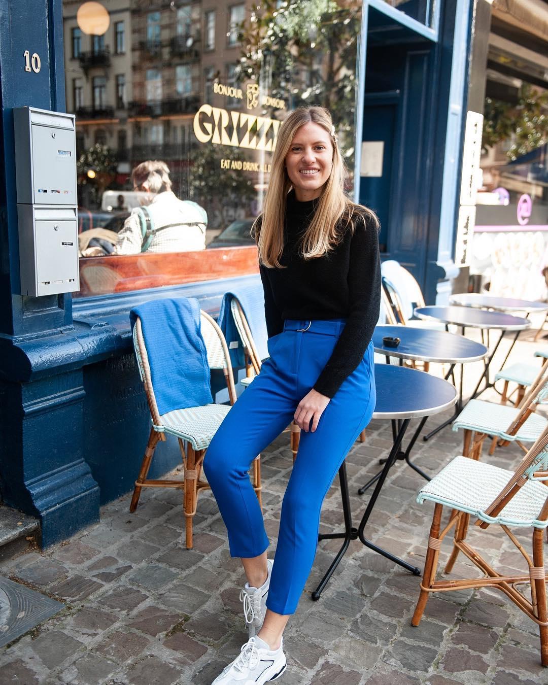 pantalon bleu carotte de Les Bourgeoises sur scanlesbourgeoises